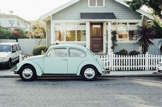 家と車の写真