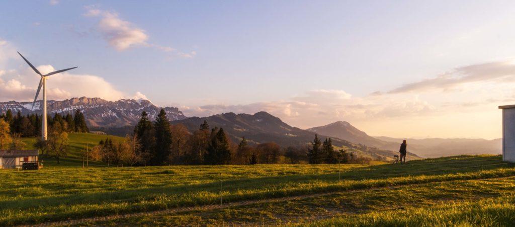 風車と田舎の風景
