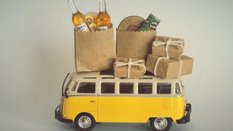 黄色い車に荷物